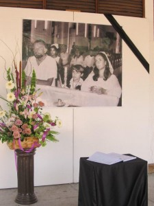 Elizabeth Taylor - Kondolenzbuch im Rathaus